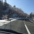 千代田から豊平へ向かう峠越え:晴天だけど霜が溶けない