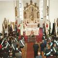 Bei der Fahnenweihnung in der Probstrieder Kirche