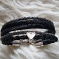[Nr. 36] Mehrreihiges Armband mit Lederbändern und Charm in zwei Flechtungen 139€