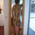 """Ein schöner Rücken kann auch entzücken """"2010""""   Es ist ein Relief das man als Bild, als Türblatt oder als Schranktür verwenden kann. Welchen Raum wird dieser junge Mann wohl betreten? Und auf welchen Raum möchten Sie aufmerksam machen? HxBxT 200x75x4"""