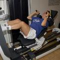 Die Badminton Athletin Bettina Villars trainiert als Erste auf dem neuen Highthech-Gerät.
