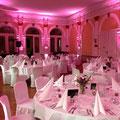 Ambientebeleuchtung: Im ganzen Saal wurden insgesamt 10 LED Floorspots eingesetzt!