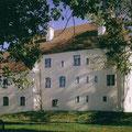 Schloß Adlstein: Rathaus, Heimatmuseum und öffentliche Freifläche