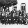 Le corps professoral de l'athénée en 1940-1941 - Arthur Masson, au centre.