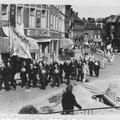 Dimanche 4 juin 1945 sur la place Emile de Lalieux