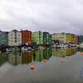 Auch bei bedecktem Himmel sehen die Speicherhäuser von Trondheim fantastisch aus.