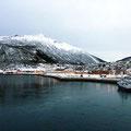 Ørnes wird als erster Hafen von uns wahrgenommen.