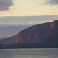 Langsam geht im Moldefjord die Sonne unter.
