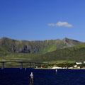 Blick auf Risøyhamn am Ende des Kanals.