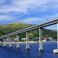 Die Brücke von Sortland - hier oben wartet der Bus auf das Hurtigrutenschiff.