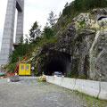 Direkt am Pfeiler führt der bisherige Tunnel vorbei.