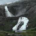 Am Fuße des des letzten wasserfalles - der Søtefoss.