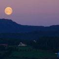 Nach dem Sonnenuntergang ging wieder der Mond auf.