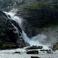 Der dritte Wasserfall im Husedal ist der Nykkjesøyfoss.