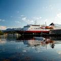 Die MS Kong Harald im Hafen von Skjervøy.
