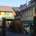 Typisch für Tromsø sind die kleinen Gassen mit zahlreichen Geschäften.