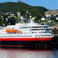 In Harstad begegnen wir der MS Nordkapp.