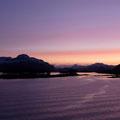 Frühmorgens - die Sonne geht auf vor dem Hafen Florø.