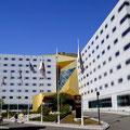 Moderner Bau - das Clarion Hotel.