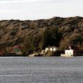 Kleine Siedlungen auf einsamen Inseln.