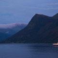 Den Moldefjord verlassen wir in nahezu völliger Dunkelheit.