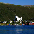 Von weiten sieht man schon die Eismeerkathedrale - das Wahrzeichen von Tromsø.