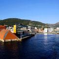 Wir verlassen den Hafen von Bergen.