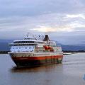 Abend kommt die MS Finnmarken nach Molde.