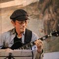 ギターは井上丹さん