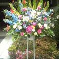ミックスのお花でさわやかに色控えめに