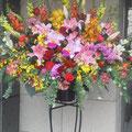 1段でお花を沢山入れ、少しおしゃれなスタンド脚
