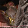 viele Affen belagern die Festung, gefüttert von Gläubigen und Touristen