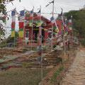 zum buddistischen Tempel