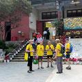 am Eingang des Yuantong-Tempels