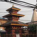 daneben ein Tempel