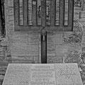 Mahnzeichen zur Erinnerung an die Deportation der letzten Juden  aus Halberstadt am 12. April 1942 (1982), Siebenarmiger Leuchter aus korrodierten Stahlträgern, Westseite des Domes zu Halberstadt