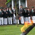 Die angetretenen Schützen am Ehrenmal