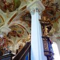 Blick zum Freskenhimmel