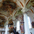 Blick zurück ins Kirchenschiff