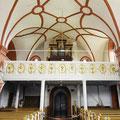 Blick ins Gewölbe und zur Barockorgel