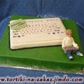 Клавиатура Сникерс с фундуком и арахисом. Отделка – мастика. Вес 3,7кг