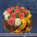 Корзина белых и розовых роз Ванильный и шоколадный бисквиты, крем шарлот, трюфельный крем. Отделка мастика. Вес 3,4кг