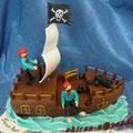 Пиратский корабль2 Ванильный бисквит, творожный крем с киви и бананами. Отделка – мастика