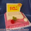 Белый ноутбук Пиковая дама с ванильными коржами. Отделка – мастика