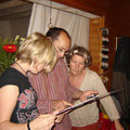 Karla und ihre Gasteltern, Christophe und Romane