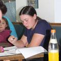 Nadine Renner konzentriert bei der Protokollverlesung