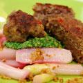 Asiatische Entenbällchen Spargel-Radieschen-Gemüse mit Radieschenblätterpesto und Amarettini-Butterbrössel