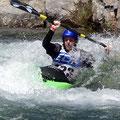 Kayakfahren im Wildwasserkanal