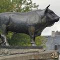 """Statue en bronze du taureau représentant de la race bovine """"Aubrac"""""""