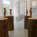 Stephan Balkenhol, Vier Männerakte auf Stämmen, 1998